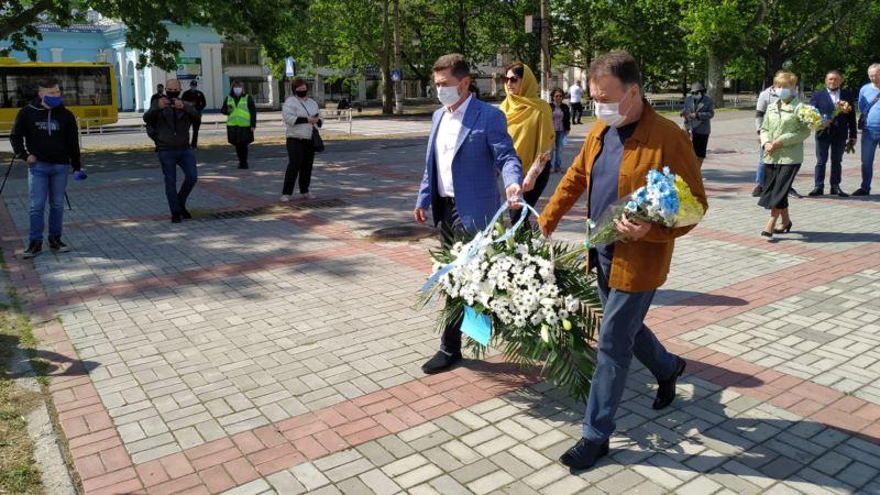 В Херсоне почтили память жертв депортации крымских татар в условиях карантина (+фото)