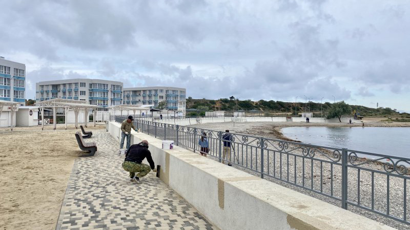 В Севастополе готовят пляжи к курортному сезону, несмотря на пандемию (+фото)