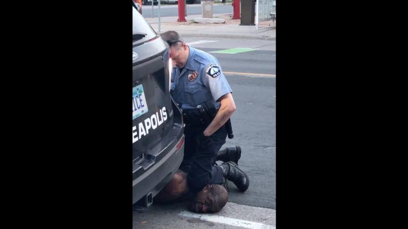 В США арестован полицейский, который поставил колено на шею Джорджа Флойда