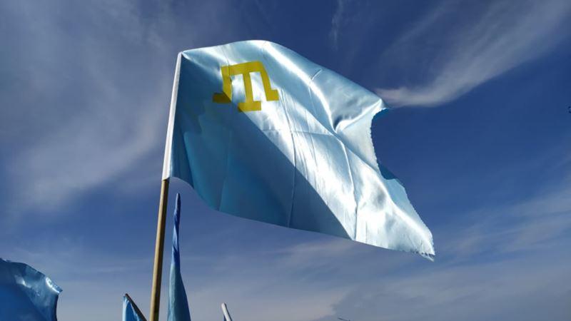 На флагштоках у зданий облцентров Украины предложили поднять крымскотатарские флаги 26 июня