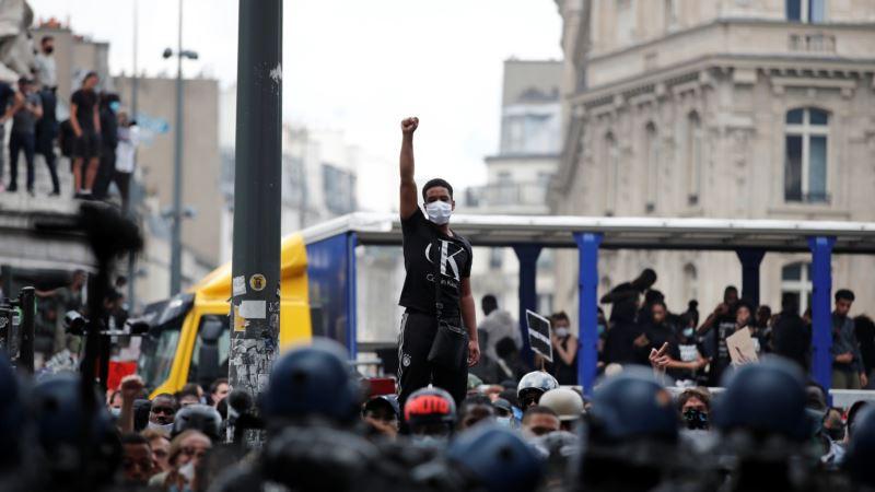 В Париже состоялся несанкционированный протест против полицейского насилия