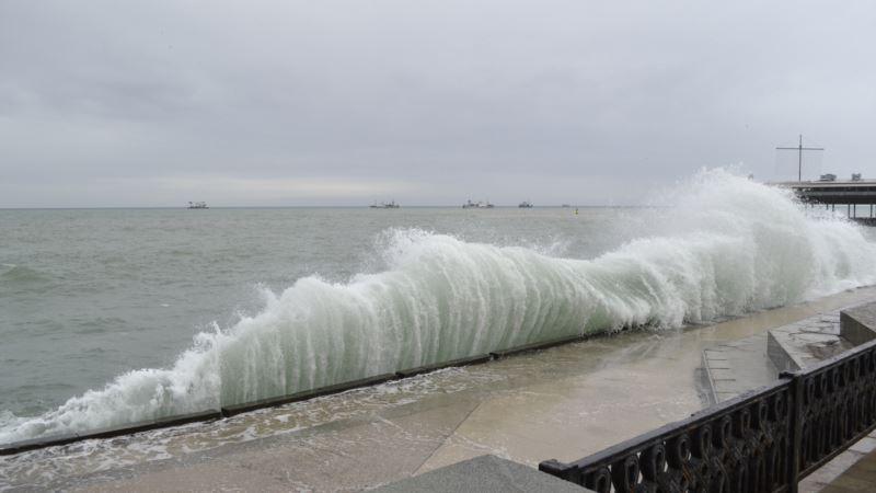Спасатели объявили штормовое предупреждение в Крыму