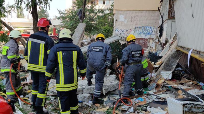 В Киеве произошел взрыв в многоэтажном доме, погибли два человека (+видео)