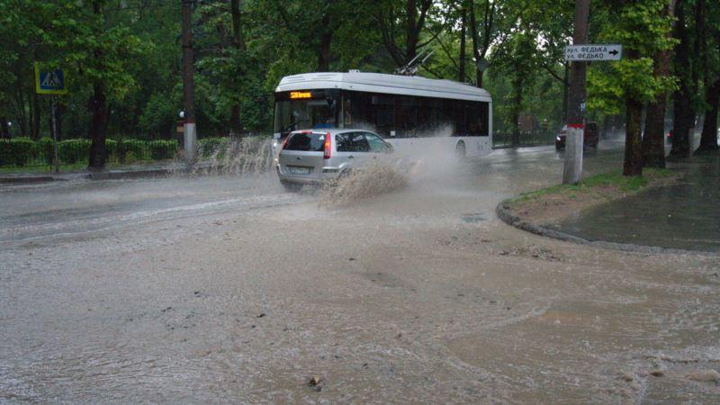 На Симферополь после обеда обрушится ливень с градом – спасатели