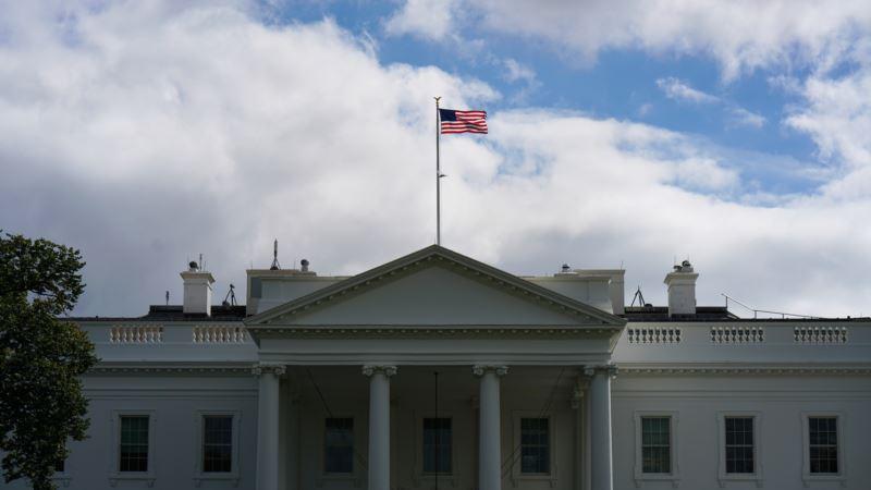 США: в Белом доме больше не измеряют температуру у каждого посетителя