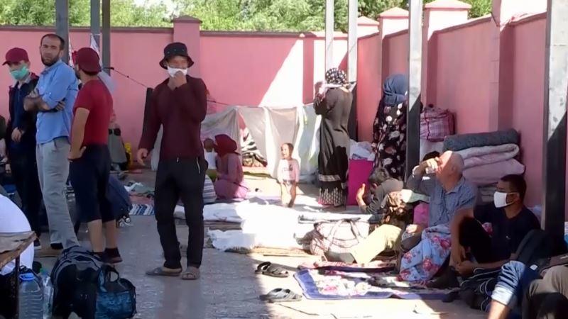 Суд обязал депортировать 50 таджикистанцев, застрявших на границе Казахстана и Узбекистана