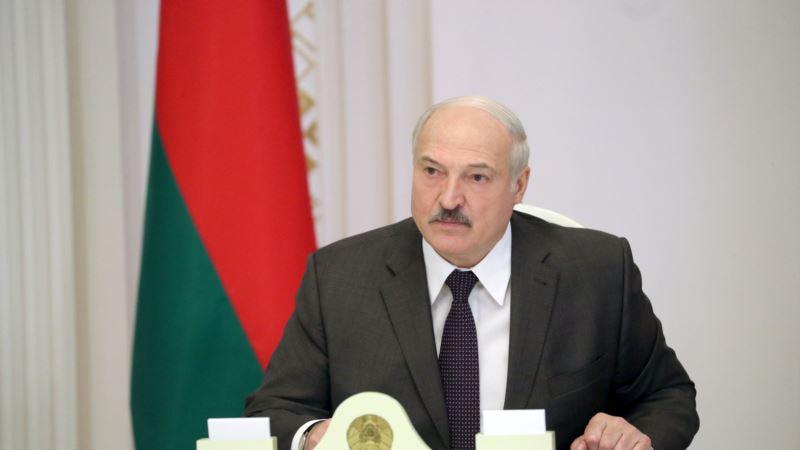 Лукашенко утверждает, что сорвал революцию в Беларуси