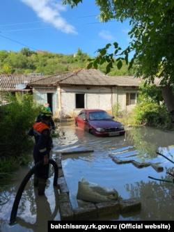В Бахчисарае ливень затопил дома (+фото)