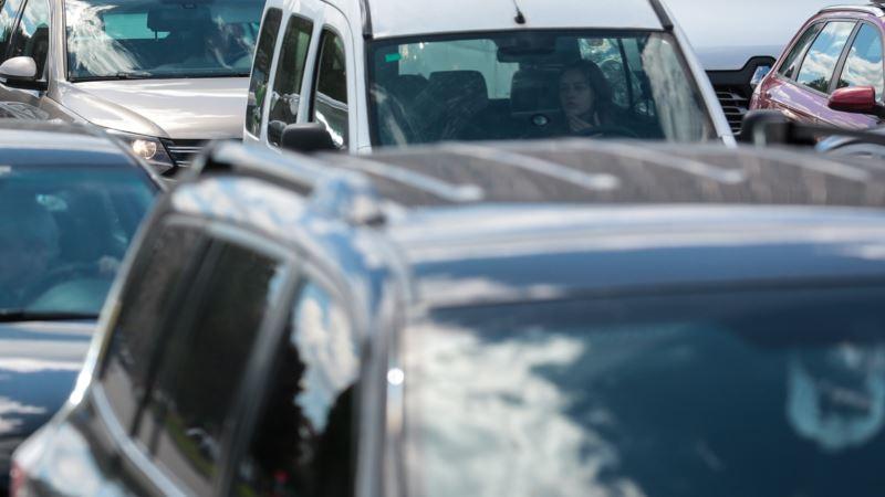 В Симферополе родители оставили годовалого ребенка в закрытом авто на парковке – спасатели