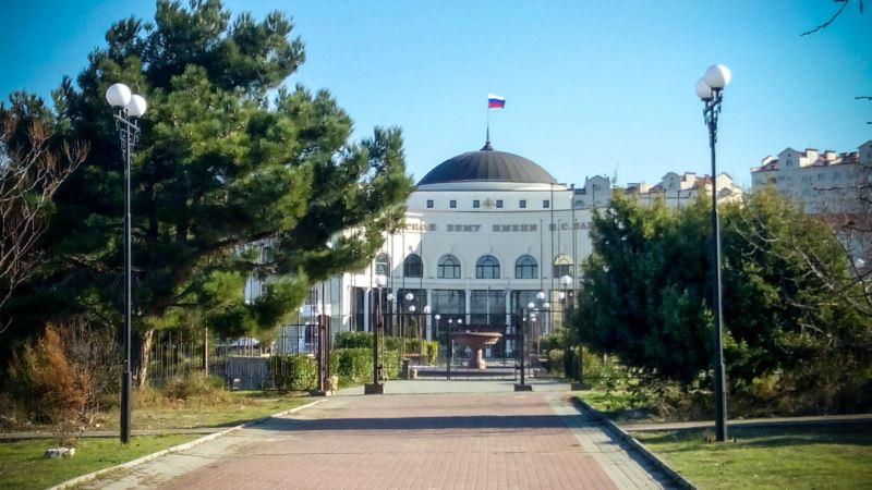 В Севастополе суд обязал обеспечить жильем украинского преподавателя, которую выселяли российские военные