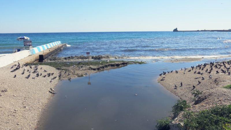 Феодосия: на улицах появился неприятный запах, власти обещают проверить канализацию