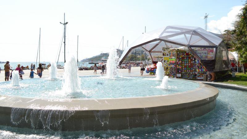 Власти Ялты запретили купаться в фонтанах