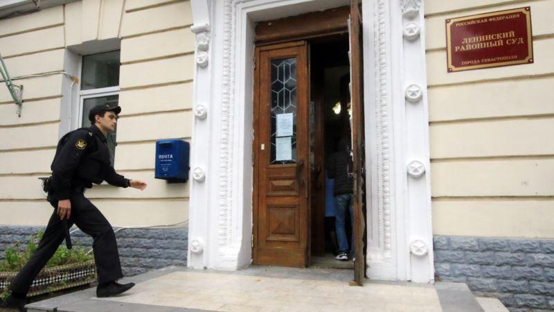 Жителя Севастополя оштрафовали за нападение на чиновника
