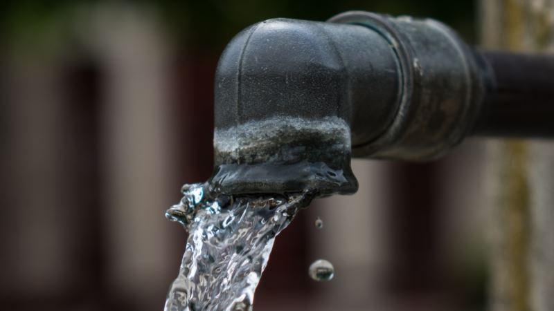 Жителям села под Керчью на сутки запретили пить воду из-под крана