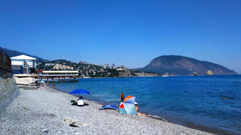 На отдыхающих на пляжах Севастополя составили 5 админпротоколов