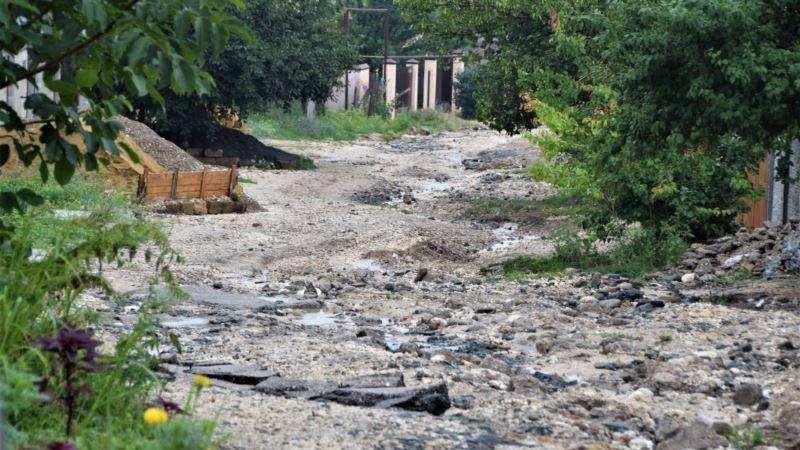 «Улица, как полоса препятствий»: глава Симферополя оценила состояние дорог в Ак-Мечети (+фото)