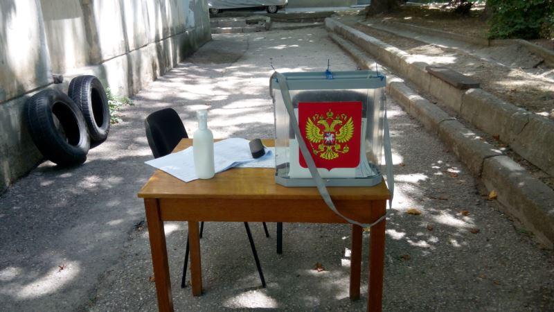 На пляжах и детских площадках: в Севастополе зовут голосовать за поправки в Конституцию России
