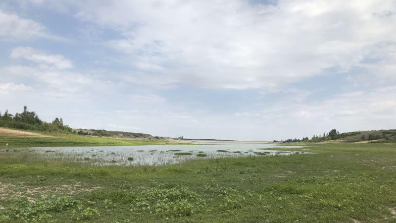 Крым: вслед за верховьями высохла срединная часть Белогорского водохранилища (+фото)
