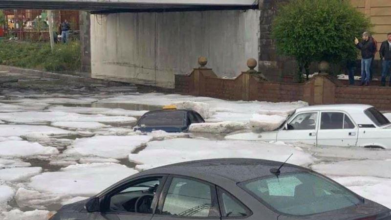«Айсберги» на улицах и в домах: ледяная буря в Армении (фоторепортаж)