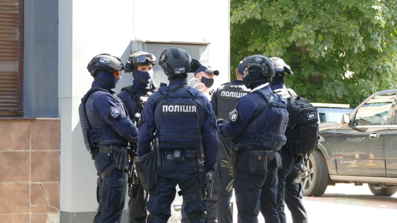 Луцк: спецназ задержал мужчину, который захватил заложников в автобусе