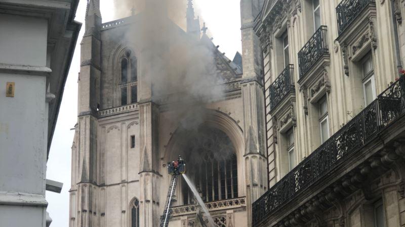 В Нанте горит один из крупнейших готических соборов (+видео)