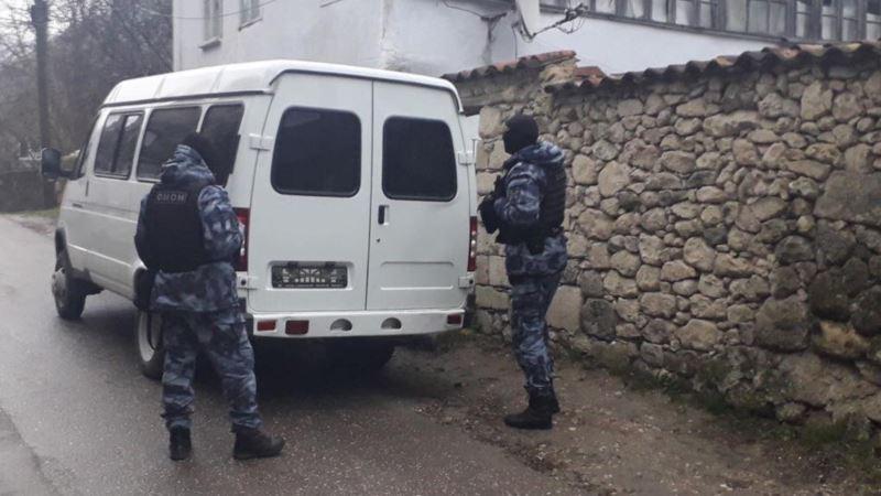 Российские силовики проводят обыски в домах крымских татар – активисты