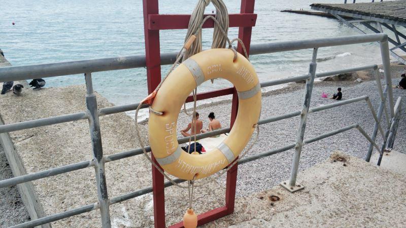 За сутки в Крыму утонул один человек, унесло в море четверых – спасатели