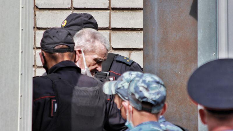 Россия: историка Юрия Дмитриева приговорили к трем с половиной годам колонии