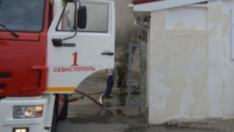 СМИ сообщают о взрыве с погибшим в Севастополе, спасатели эвакуировали 46 человек
