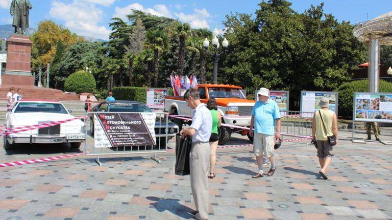 День города в Ялте: на главной площади прошла выставка ретро-автомобилей (+фото)