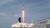 Американские астронавты возвращаются на Землю в капсуле SpaceX Dragon
