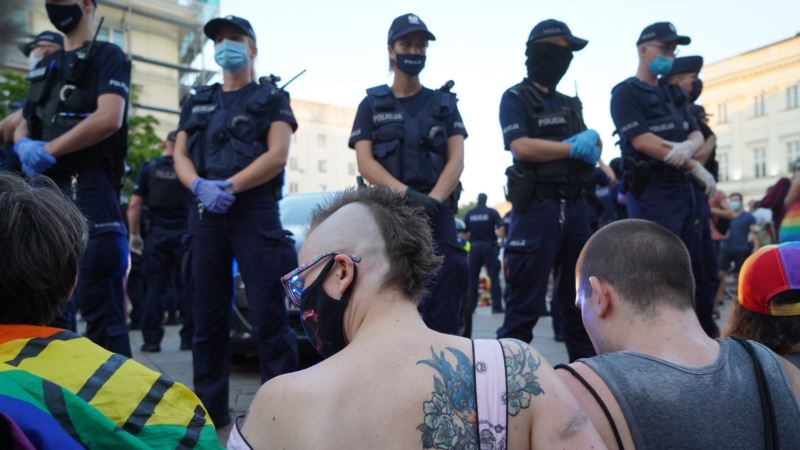 Комиссар Совета Европы по правам человека о задержании ЛГБТ-активистов в Варшаве: «Очень пугающий сигнал»