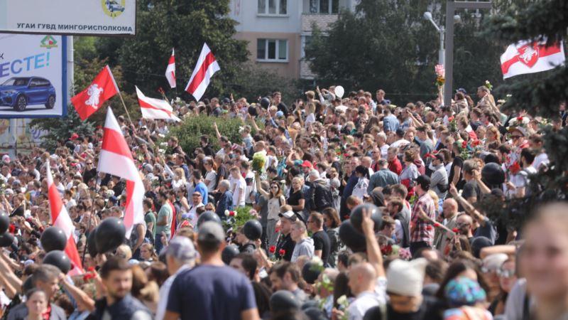 Беларусь: в Минске тысячи людей прощаются с погибшим участником протестов