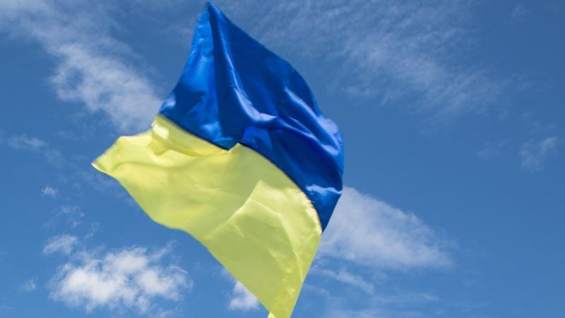 В центре Москвы активисты, поздравляя Украину с Днем Независимости, напомнили о Крыме и Донбассе