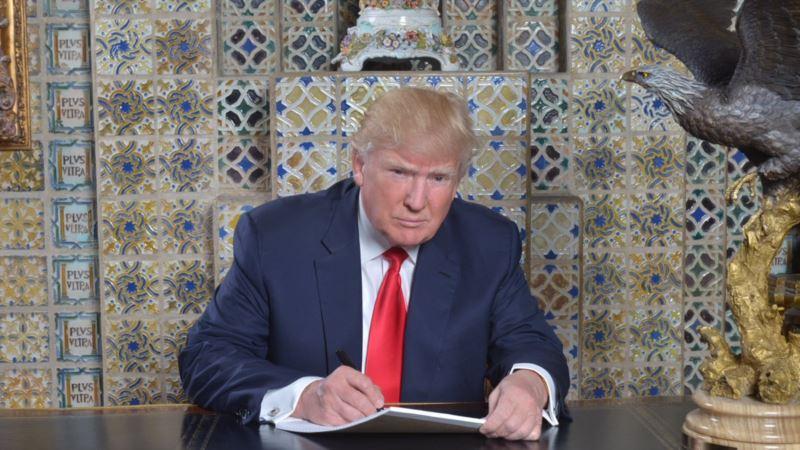 США: президент Трамп подписал указ о приоритетном найме американцев