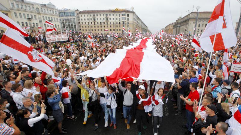 Протесты в Беларуси: на жителя Гомеля завели дело из-за замены госфлага на бело-красное полотно