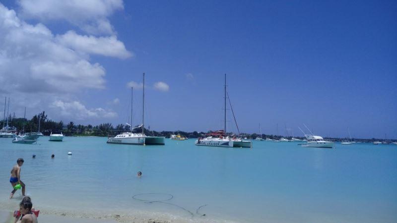 Власти Маврикия объявили чрезвычайное положение из-за аварии танкера