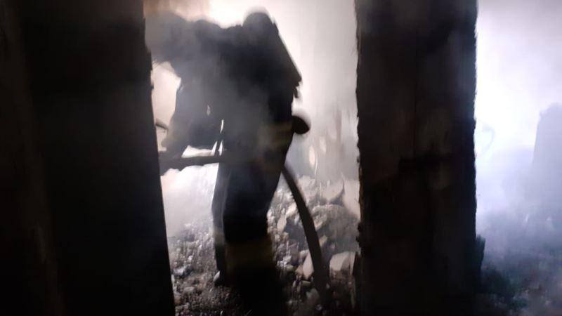 После взрыва и пожара в доме в Керчи обрушилось межэтажное перекрытие – спасатели