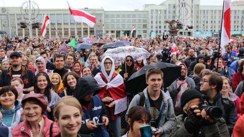 В Минске тысячи людей снова вышли на площадь Независимости
