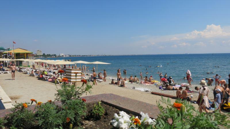 Антисанитария и отсутствие стендов: на пляжах Бахчисарая, Феодосии и Ялты обнаружили нарушения