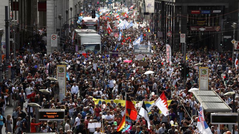 Более 30 тысяч человек протестовали против ограничений из-за коронавируса в Берлине