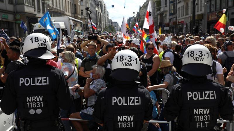 В Берлине во время протестов против карантинных ограничений задержали 300 человек – СМИ
