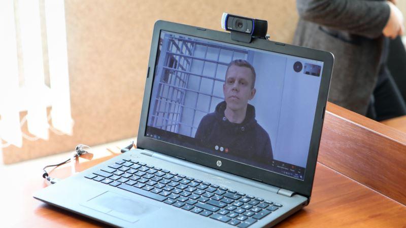 Суд в Минске арестовал двоих фотокорреспондентов на 11 суток