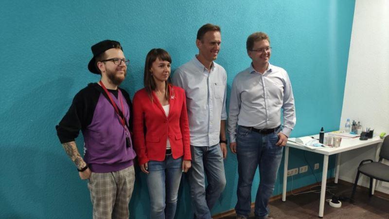 Россия: Глава штаба Навального лидирует на выборах в думу Томска
