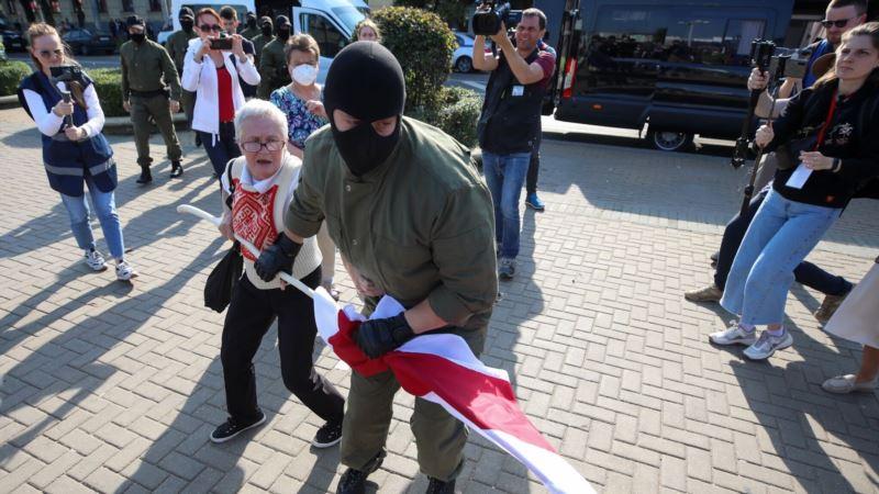 В Минске на женском марше начались задержания