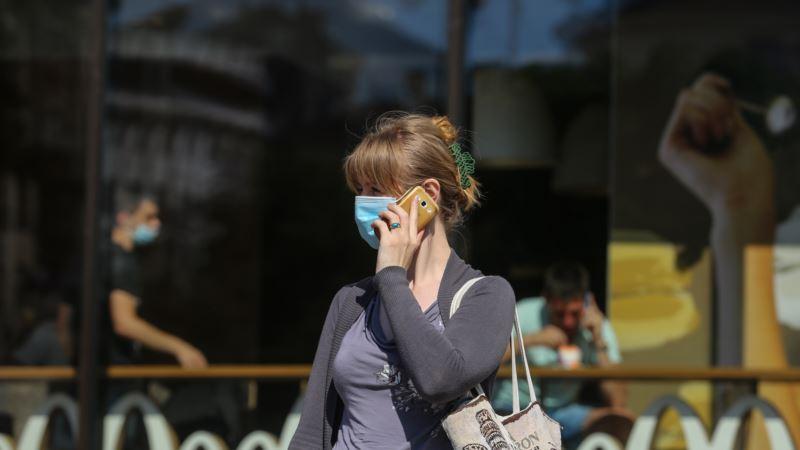 Россия: суд оштрафовал жительницу Барнаула за маску с надписью «Путина в отставку»
