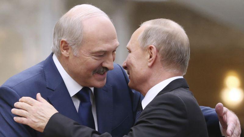 Bloomberg: Путин считает, что протесты не приведут к падению Лукашенко