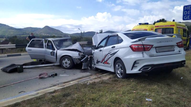 На трассе Севастополь-Ялта произошло ДТП, пострадало три человека – спасатели (+фото)