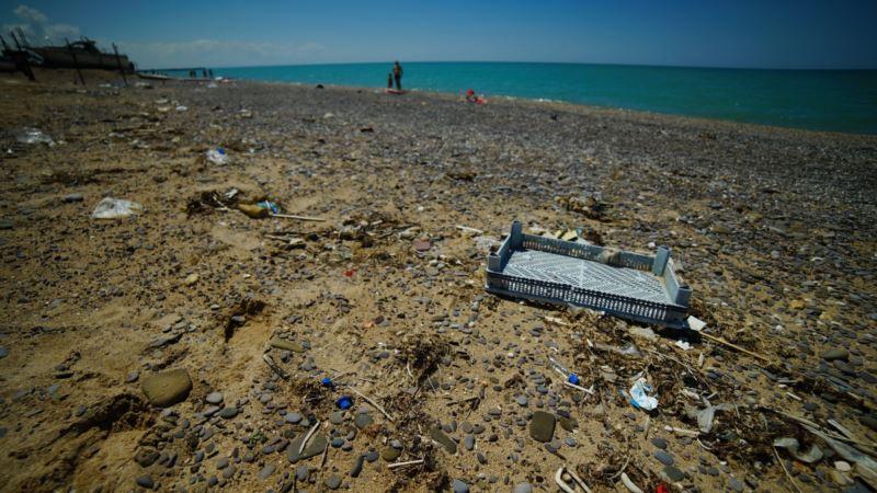 На пляжах в Сакском районе не убирают мусор – власти
