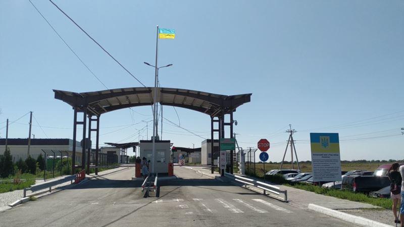 Выезжающий из Крыма пытался дать взятку на «Каланчаке» – украинские пограничники